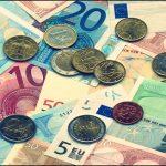 ضغوط بيع المستثمرين الافراد المحليين تخفض البورصة