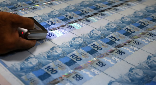 Brazil to miss 2014 fiscal goal, but could avoid downgrade