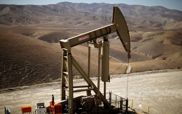 Lifting oil export ban would spark U.S. economy: IHS