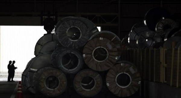 Japan industrial output rises, signals economic recovery