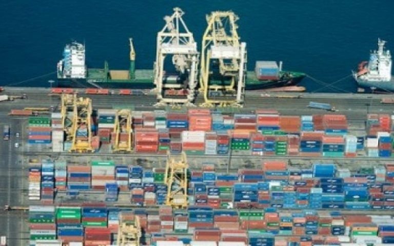 Saudi non-oil commodity exports rise, imports fall