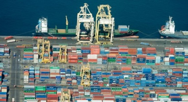 Saudi non-oil commodity exports rise, imports fall