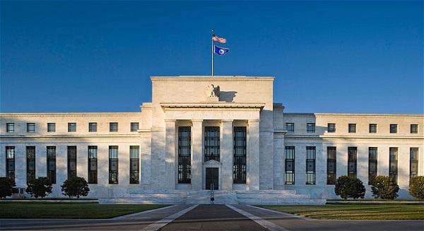 بنك الاحتياطي الفيدرالي لا يزال ينظر في رفع أسعار الفائدة في يوليو 2015
