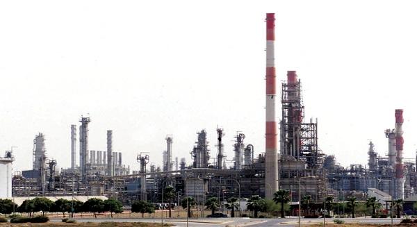 ستاندرد»: مخاطر ائتمانية من اعتماد الخليج على النفط والغاز