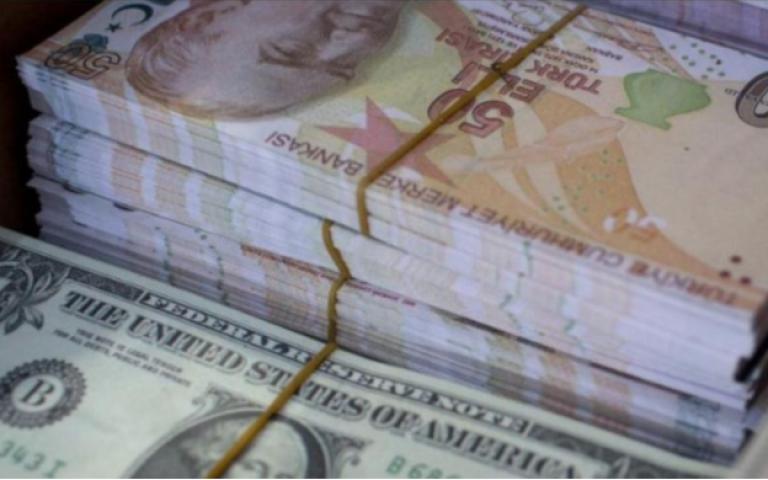 """الليرة التركية تهبط لمستوى تاريخي وإردوغان يعد """"بإنقاذ"""" المستثمرين"""
