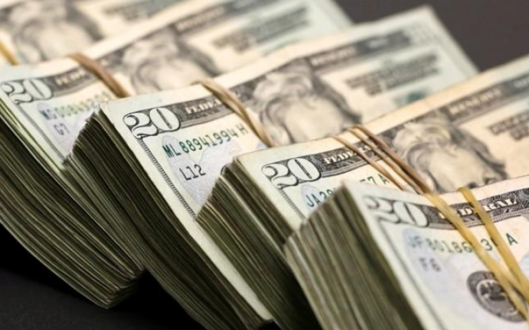 الدولار يرتقع بفضل التوتر التجاري