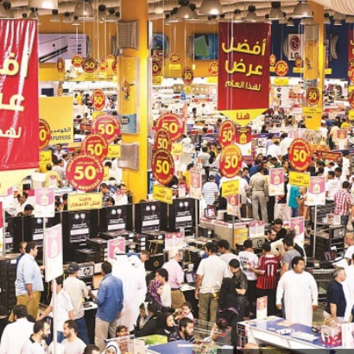 بلومبيرغ .. السعودية تحد صعب ما بين خططتها في توظيف السعودين والضغوط الإقتصادية في القطاع الخاص
