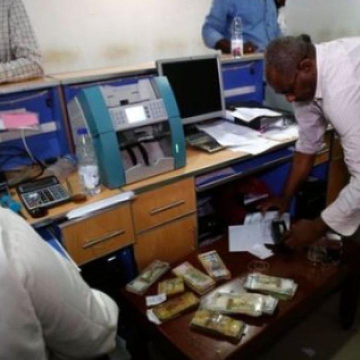 لأول مرة منذ تخفيض قيمته، الجنية السوداني يرتفع أمام الدولار