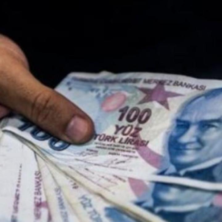 الليرة التركية ارتفعت مقابل الدولار بنحو 2%