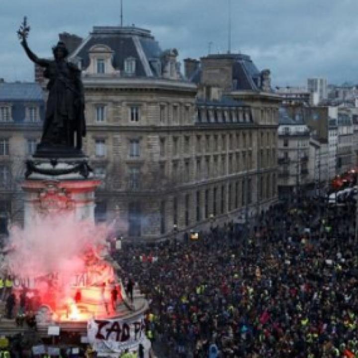 """وزير المالية الفرنسي: احتجاجات السترات الصفراء """"كارثة اقتصادية"""""""