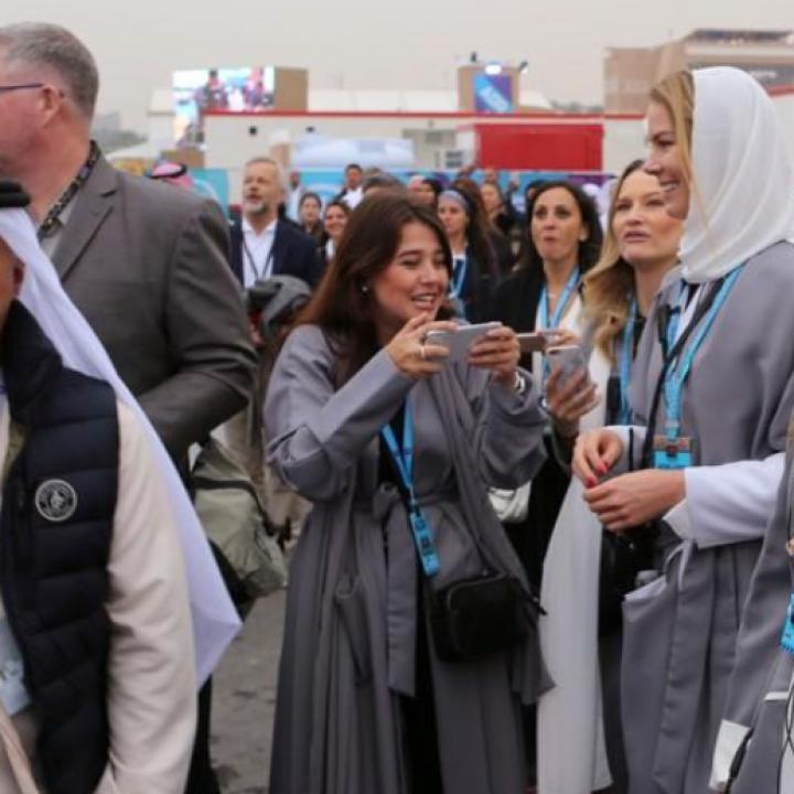 ضمن نظام تأشيرات جديد وفي مشهد نادر للمملكة سياح غربيون يزورون السعودية ، وذلك مع سعيها لانفتاح مجتمعها وتنويع اقتصادها بعيدا عن النفط.