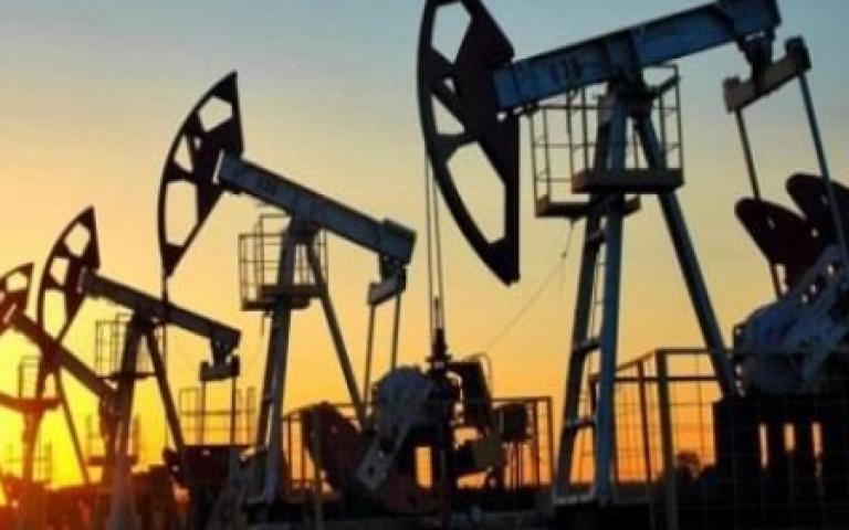 النفط يرتفع 5 في المئة بعد اتفاق أميركي صيني بشأن التجارة وانسحاب قطر من أوبك