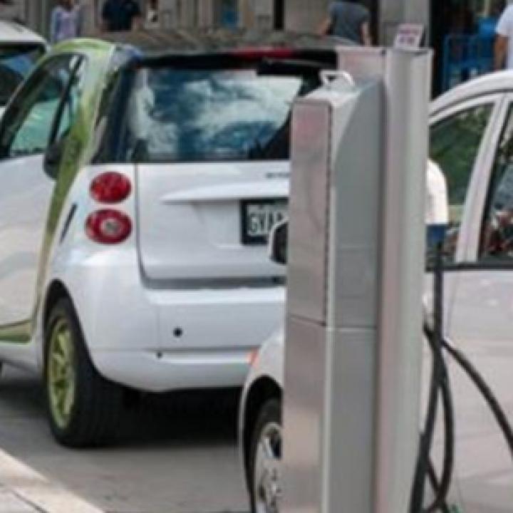 إيطاليا بصدد اتخاذ إجراءات لدعم مبيعات السيارات الصديقة للبيئة