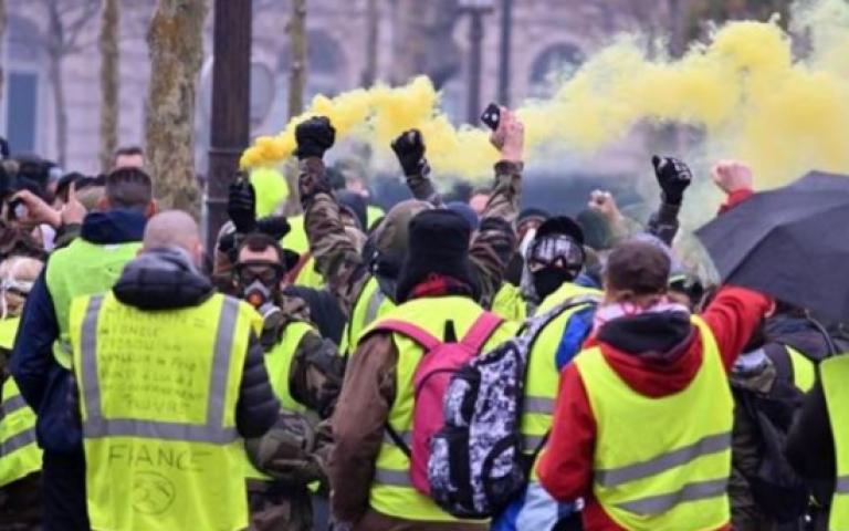 فرنسا: سنعلن تعليق زيادة الضرائب على الوقود
