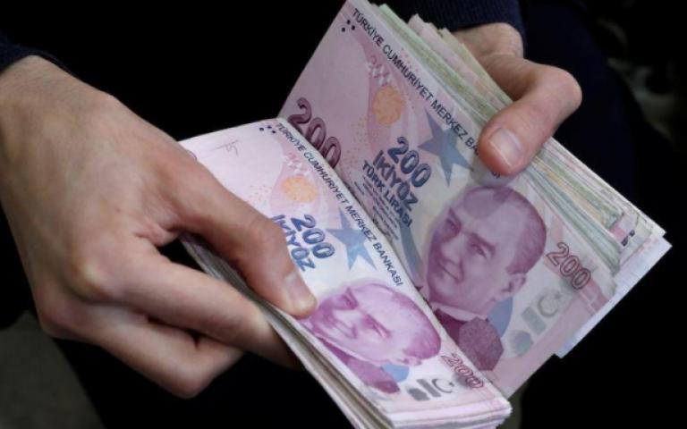 الليرة التركية ترتفع بعد تسجيل مستوى قياسي منخفض أمام الدولار