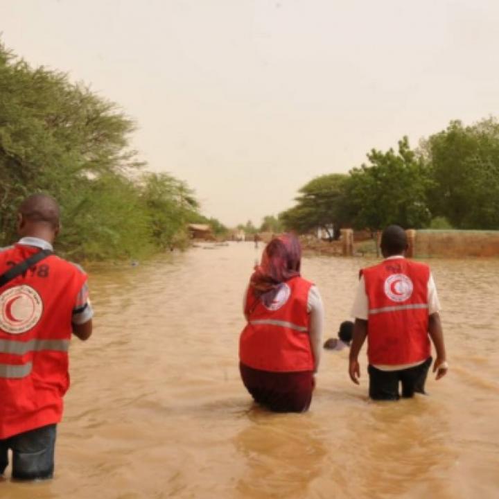 فيضانات السودان… تضرر أكثر من نصف مليون شخص وانهيار كلي أو جزئي لأكثر من 100 ألف منزل