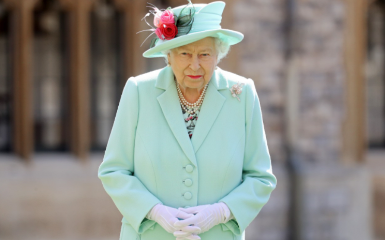 ملكة بريطانيا تتعرض لضربة مالية كبيرة بسبب تداعيات فيروس كورونا