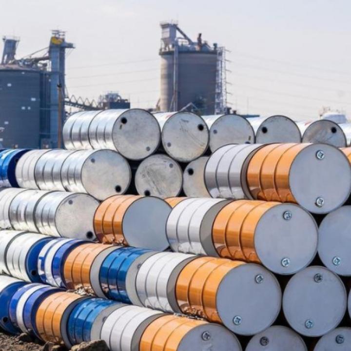 النفط يصعد بدعم من آمال لقاح كوفيد-19 وانخفاض المخزونات الأميركية